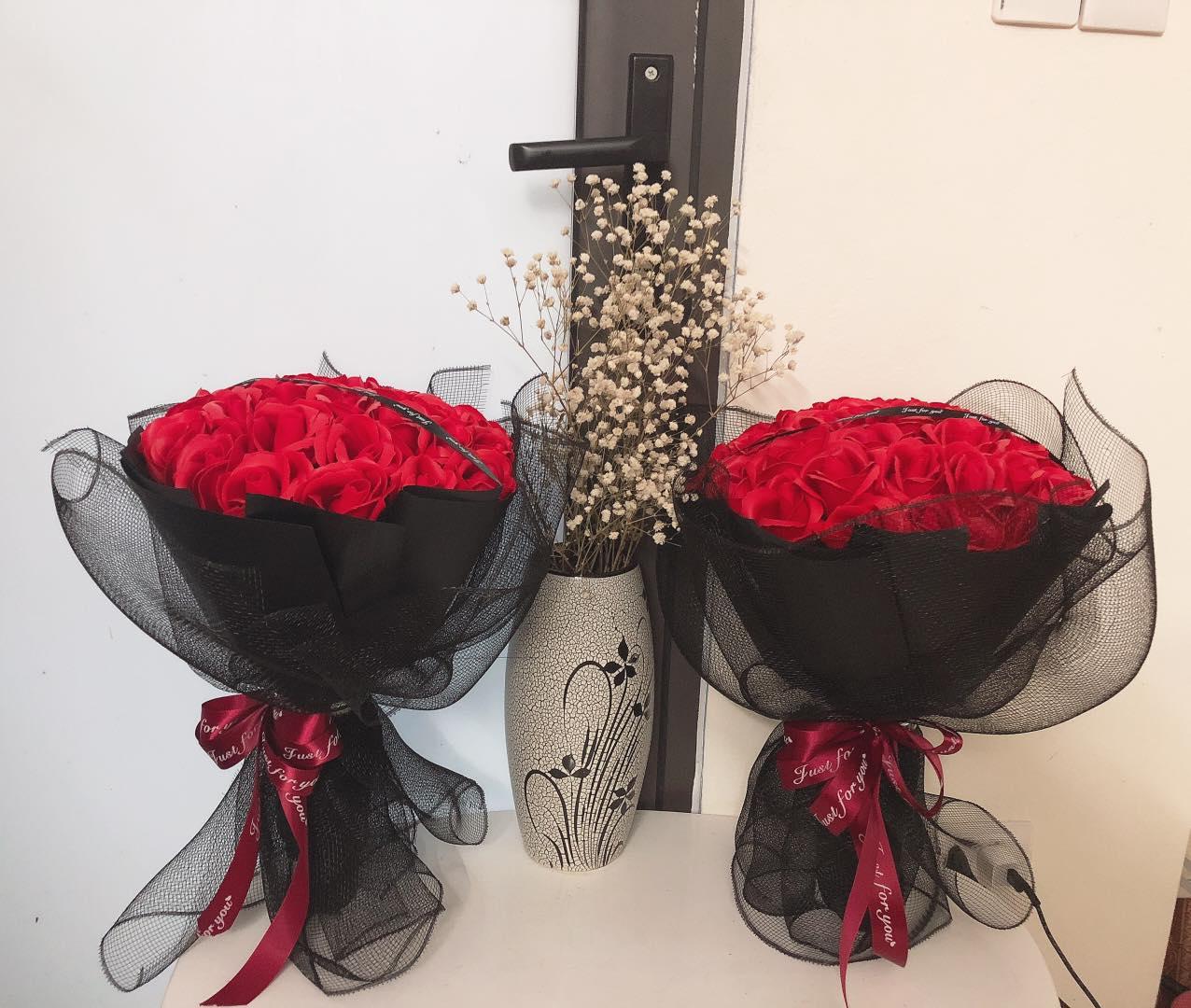 Hoa sáp đỏ phối lưới
